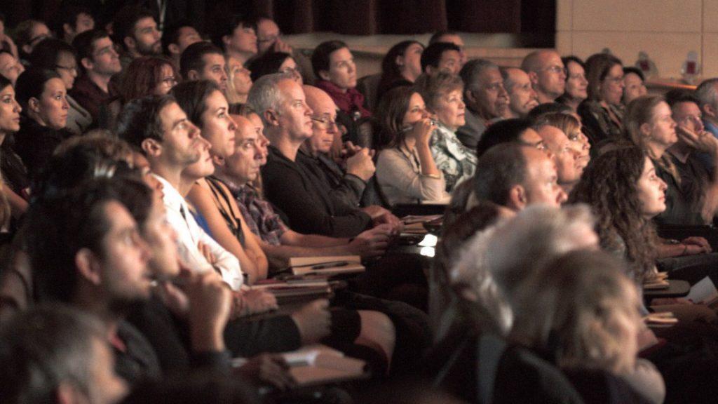 "vender tu trama, La importancia de ""vender"" tu trama a la audiencia"